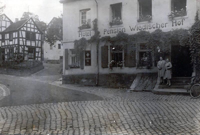 25_wiedischer_hof_mit_oberdorfstrasse1928_manfred_800