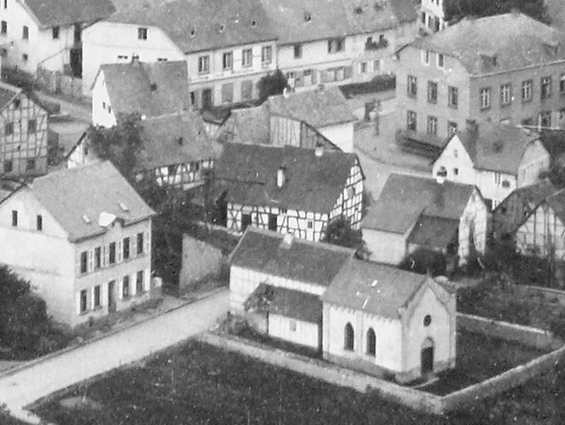 Ausschnitt Dorfmitte mit alter Schule (oben rechts) und der Synagoge (unten rechts)