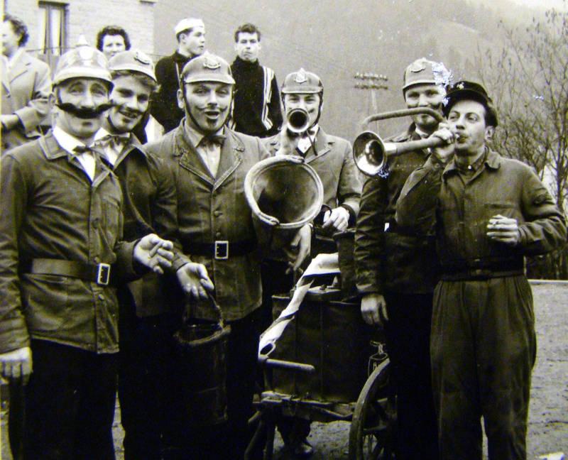 v.l.n.r.: Hermann Hopp, Addi Hartmann, Willi Heßeler (Löscheemer), Hort Becker (?), unbekannt, Josef (Juppes) Zimmermann