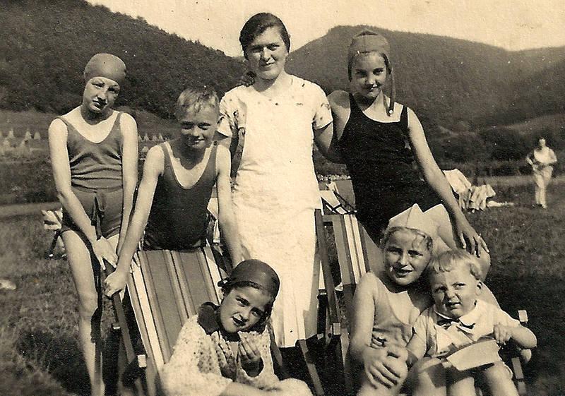 Im Strandbad, ca. 1932