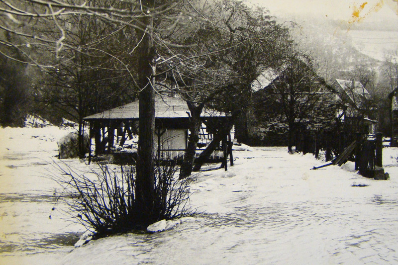 Beginn Eisgang 1956 an der Ölmühle und Kahnverleih