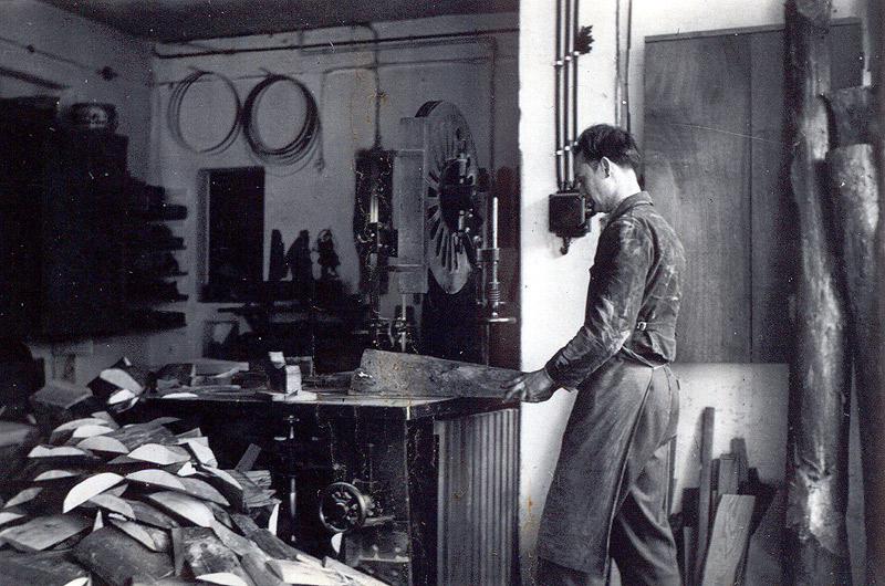 Erich Becker in der Schreinerei ca. 1950
