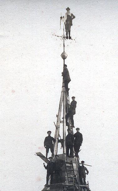 Hoch, höher, Kirchturmspitze! - Kirchturmreparatur 1926