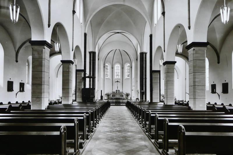 Pfarrkirche innen, Mittelgang