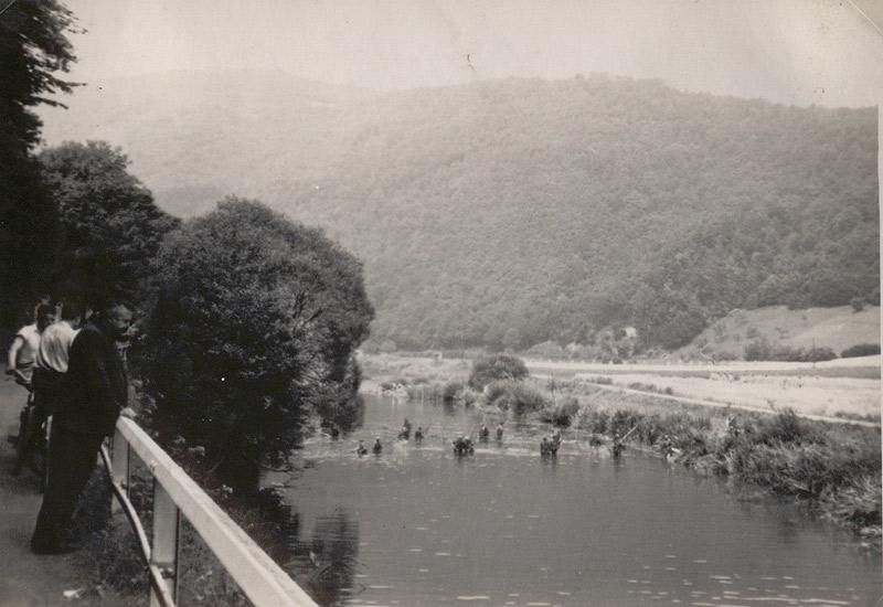 Fischzug vom Strandbad aus in Richtung Roßbach - 1941