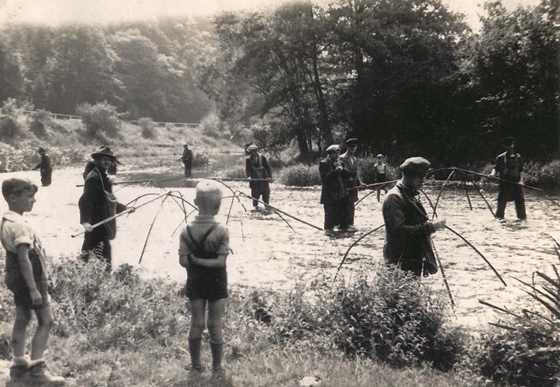 Fischzug 1941 - Der junge Zuschauer links ist Karl Zimmermann
