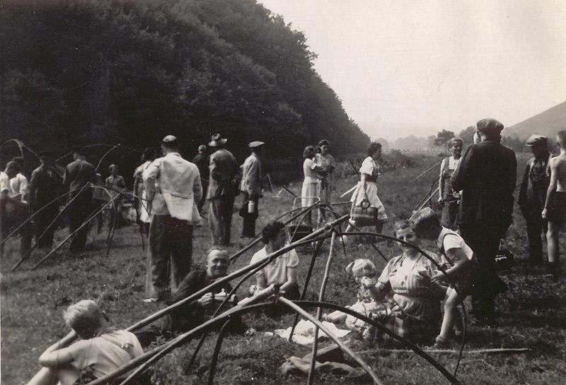 Fischzug 1941 - Familie Zöller: v.l. Arthur Zöller, Tante Anna aus Koblenz, die Kinder Käthe und Georg mit Mutter Gertrud Zöller