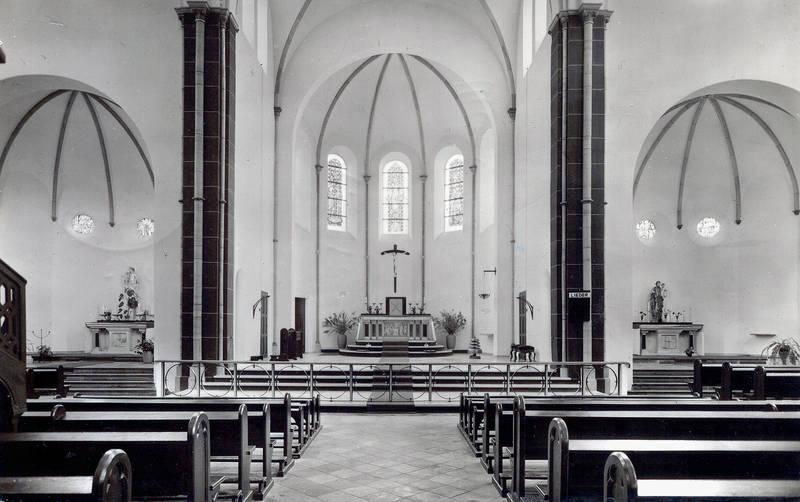kirche_innen_sw_1959_willi_800