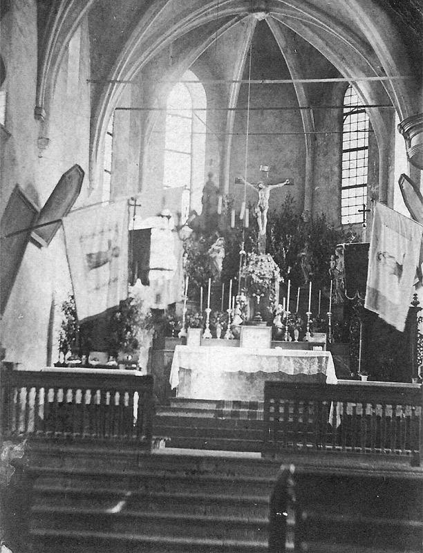 Der Innenraum der Pfarrkirche um 1875 vor dem Abriss