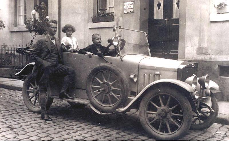 Dr. Pieper mit Tochter Margarete (Magret Kramer) und ? um 1926