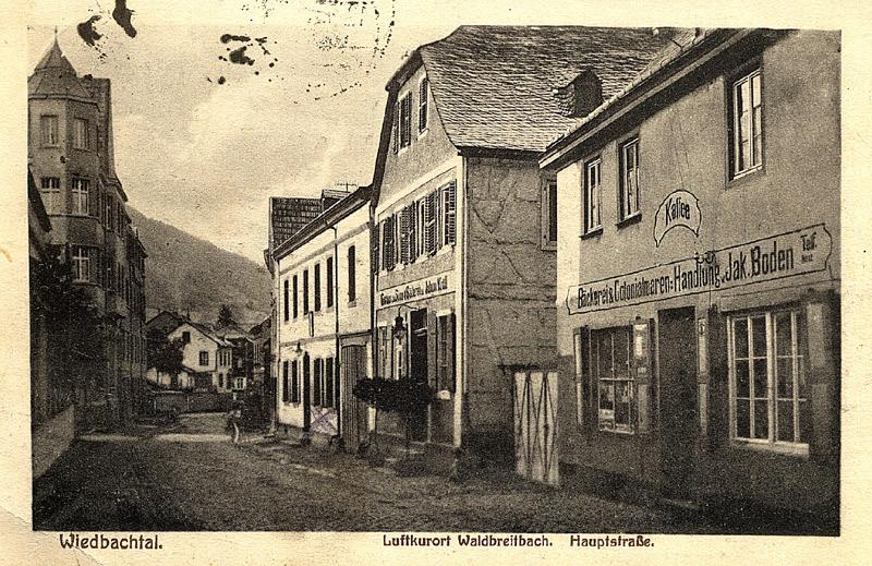 """Strassenansicht 1925 Gasthaus """"Zur Sonne"""" und Colonialwarenhandlung Jakob Boden"""