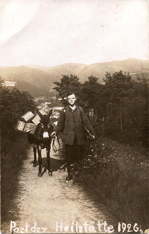 Der Hausdiener Josef Küpper 1926 beim Paket- und Brieftransport zur Heilstätte