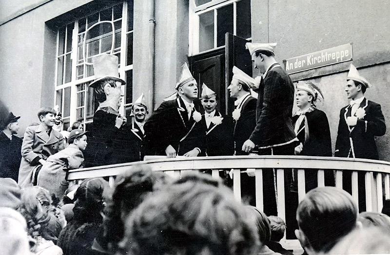 Proklamation am Kinderkurheim 1952 v.l.n.r. Franz Hopp, Hans Becker, Johann Schmitz, Heinrich Hardt, Julius Dietz, Prinz Willi Görgen, Günther Zech