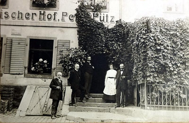 Am Wiedischen Hof um 1920 - in der Mitte Peter Pütz