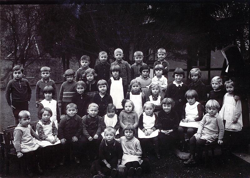 Kindergarten - Entlassung in die Volksschule 1936