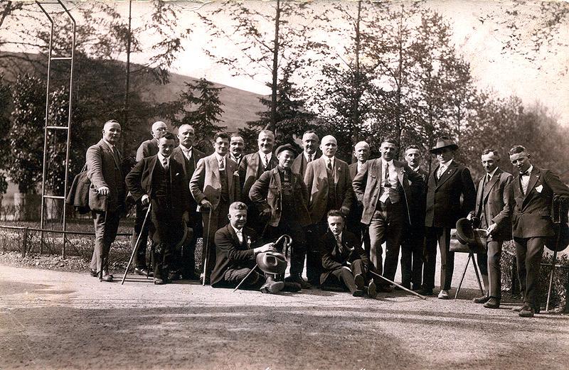 MGV Wiedperle Waldbreitbach um 1930 vorne sitzend Gustav Hertling und Hännes Zimmermann
