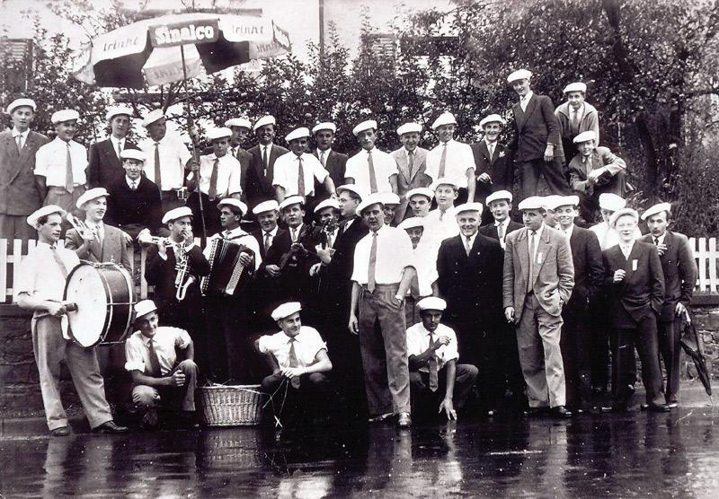 Junggesellen beim Eiersammeln 1950er Jahre