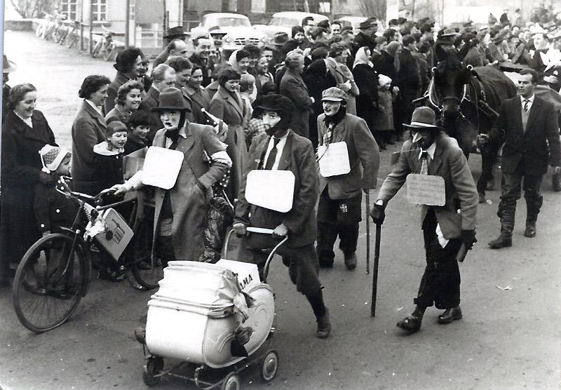 """De Dippelbröde"" im Rosenmotagszug - 1950er Jahre"