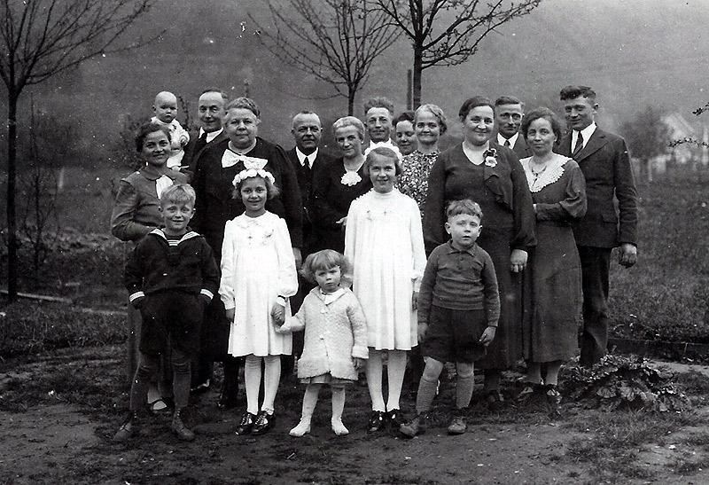 Erste Hl. Kommunion von Elfriede (Lacher), geb. Reuschenbach - 1937