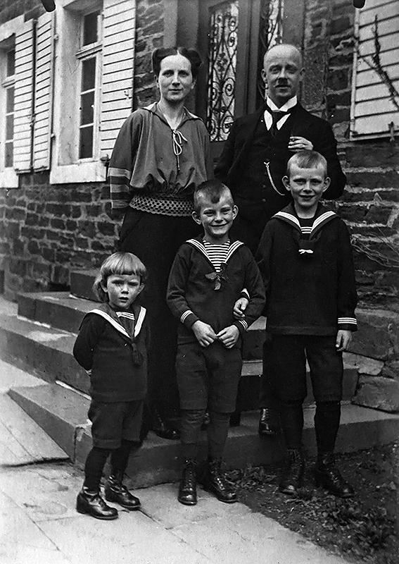 Familie Matthias Ditscheid mit den Söhnen v.l.n.r. Werner, Karl und Heinz ca. 1924